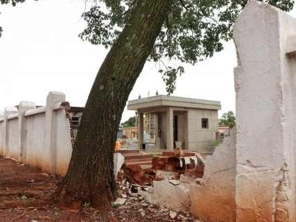 Chuva derruba pela 2° vez em 8 meses muro de Cemitério Santo Antônio