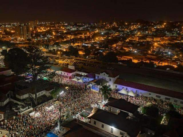 Com folião chegando nos últimos 60min de bloco, Capivara junta 25 mil pessoas