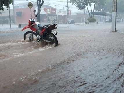 Batayporã sofre com fortes chuvas que já chegam a 70 milímetros