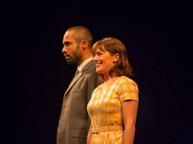 Os protagonistas Silvio Guindane e Natália Lage. (Foto: Divulgação)