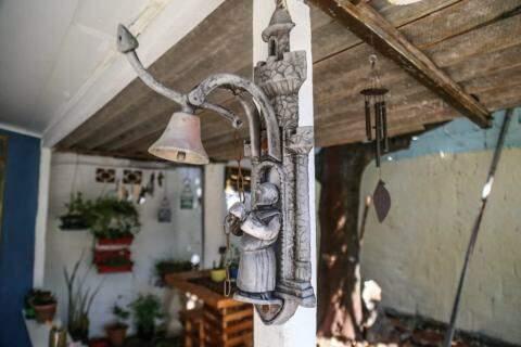 Primeiro objeto colocado por Isabê no ateliê (Foto: Marcos Maluf)