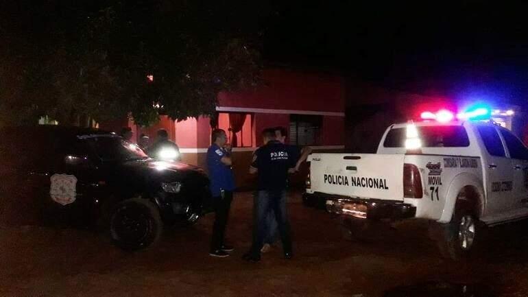 Local onde jornalista foi ferido a tiros na noite de ontem por pistoleiros encapuzados (Foto: ABC Color)