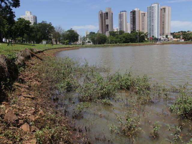 Nível da água do lago no Parque das Nações começou a ser reduzido para obra (Foto: Marcos Maluf)