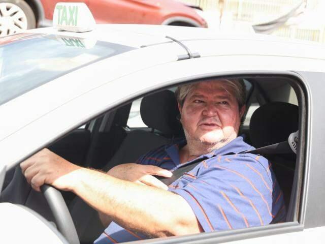 Taxista Arquimedes Silva, de 52 anos (Foto: Paulo Francis)