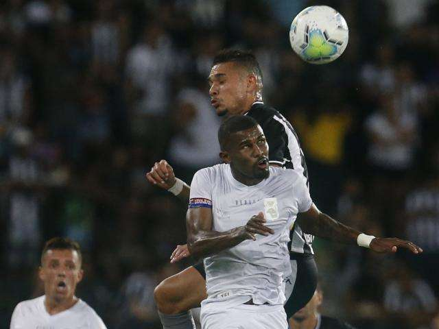 Botafogo faz 1 a 0 sobre o Paraná no jogo de ida da Copa do Brasil