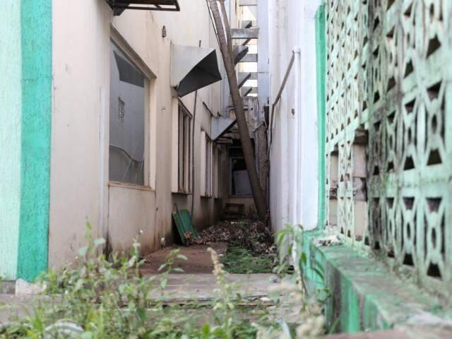 Prédio antigo do Incra está fechado desde 2013, por falta de condições (Foto: Paulo Francis/Arquivo)