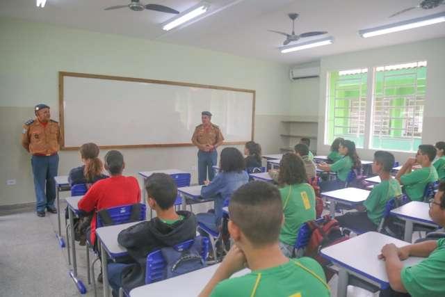 """Professores podem ser transferidos caso falte """"aptidão"""" para escolas militares"""