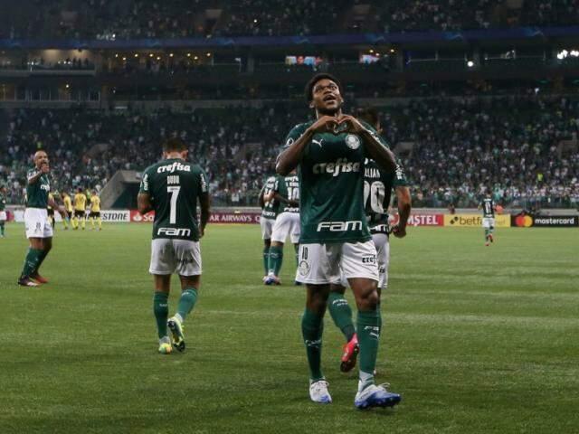 Palmeiras seria um dos times que iria entrar em campo na próxima semana. Na imagem, Luiz Adriano, autor dos três gols do Verdão em partida de terça-feira (10). (Foto: Palmeiras/FC/Twiiter)