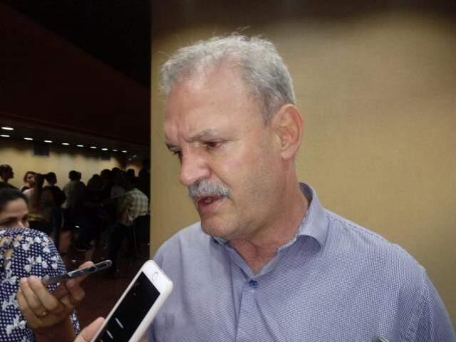 Secretário estadual quer maior cooperação dos sul-mato-grossenses no combate ao dengue (Foto: Leonardo Rocha)
