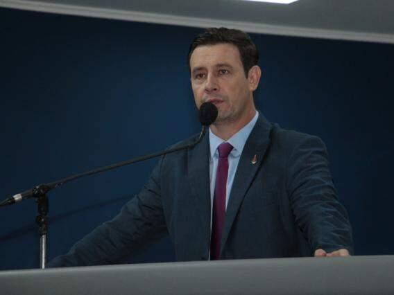Vereador André Salineiro durante sessão na Câmara Municipal (Foto: Reprodução/ Izaías Medeiros)