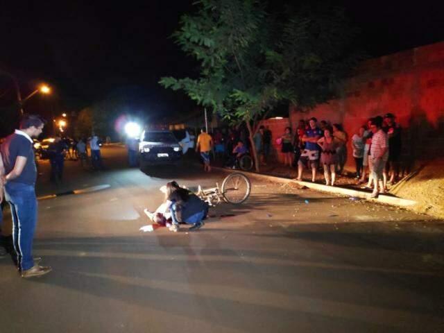 Local onde ocorreu o crime, duranta a noite desta sexta-feira (28). (Foto: Adilson Domingos)