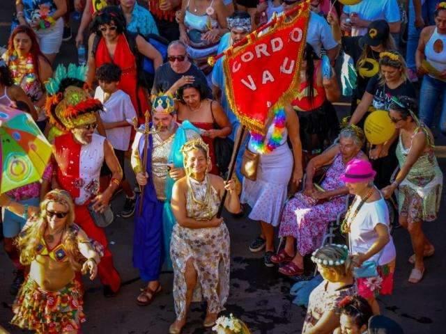 Despedida de Carnaval tem Cordão Valu na Esplanada e desfile de escola de samba