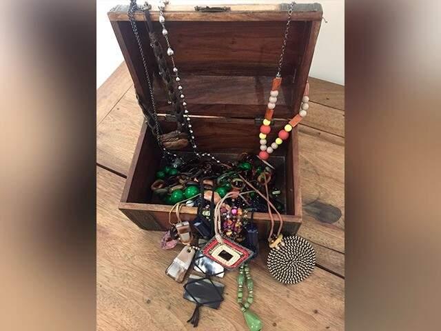 O projeto está no início e já teve doação das primeiras bijuterias (Foto: Arquivo pessoal)
