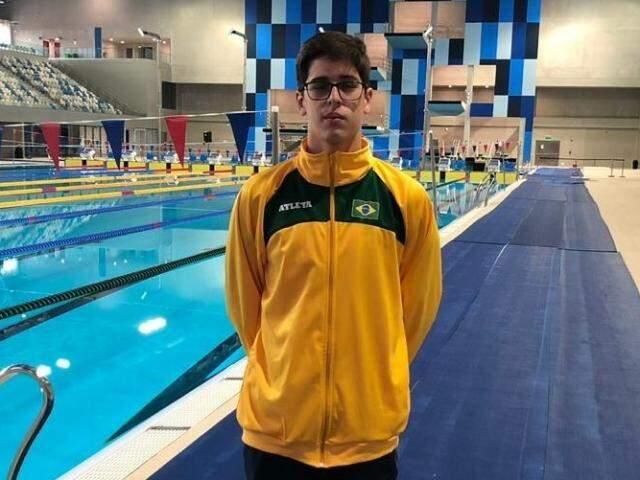Sammer na piscina onde levou quatro medalhas (Foto: Divulgação)