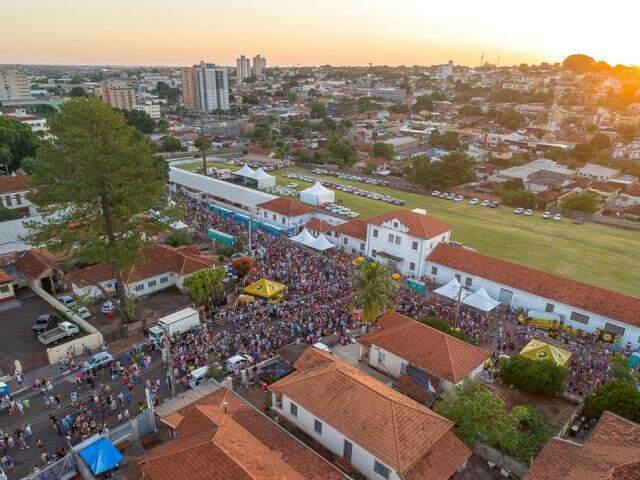Aproximadamente 40 mil pessoas curtiram o Cordão Valu na Esplanada neste sábado (Foto: Gabriel Marchese)