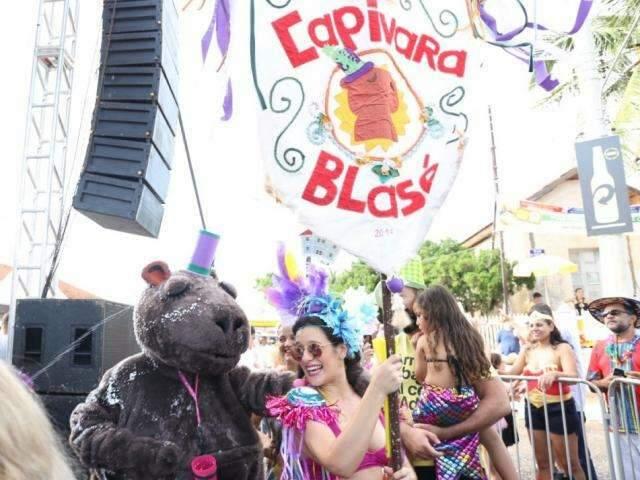 No Mato Grosso do Sul, até capivara pula Carnaval debaixo de calor e sol quente