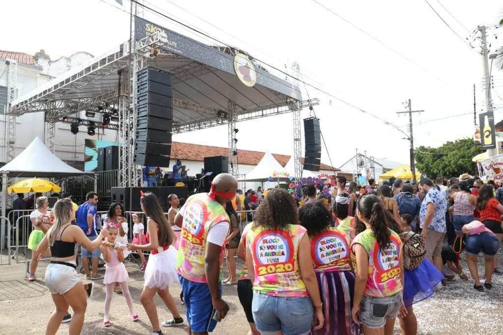Bloco, sem a Andréa, curtindo o Carnaval no Capivara Blasé. (Foto: Paulo Francis)