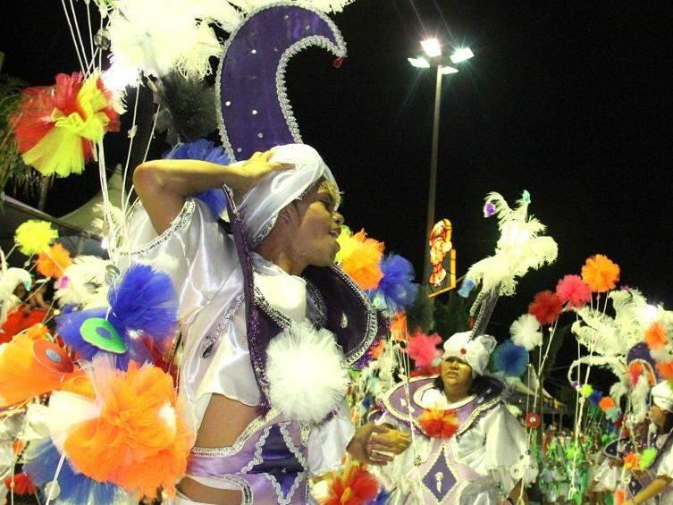 Alegria e muito colorido do maior carnaval do Centro-Oeste