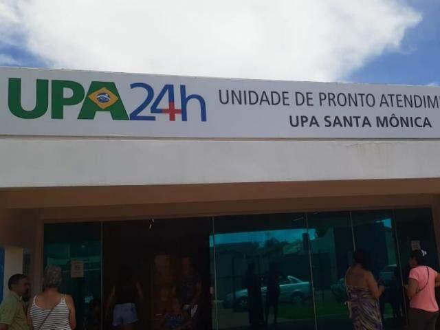 Paciente aguarda transferência na Unidade de Pronto Atendimento Santa Mônica. (Foto: Direto das Ruas)