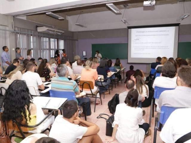 UFMS vai contratar professores substitutos com salário de até R$ 5,8 mil