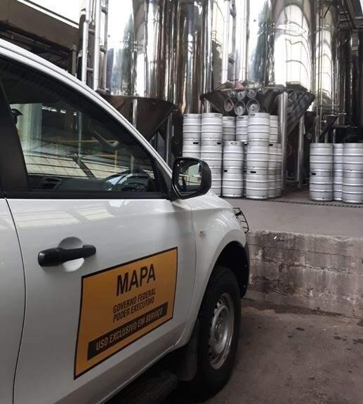 Fiscalização do Mapa acompanha retirada das cervejas do mercado (Divulgação)