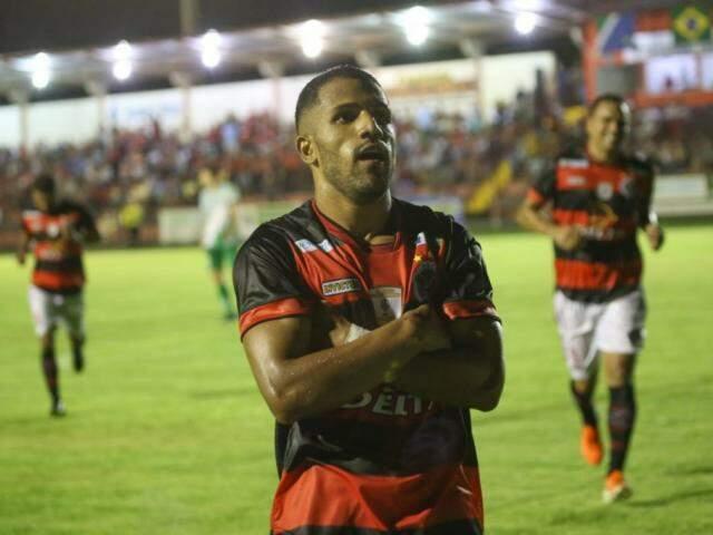 Salomão comemora gol na estreia (Foto: Franz Mendes)
