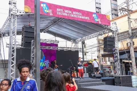 Rua 14 de Julho recebe Chicão Castro, gastronomia e feira pet neste domingo