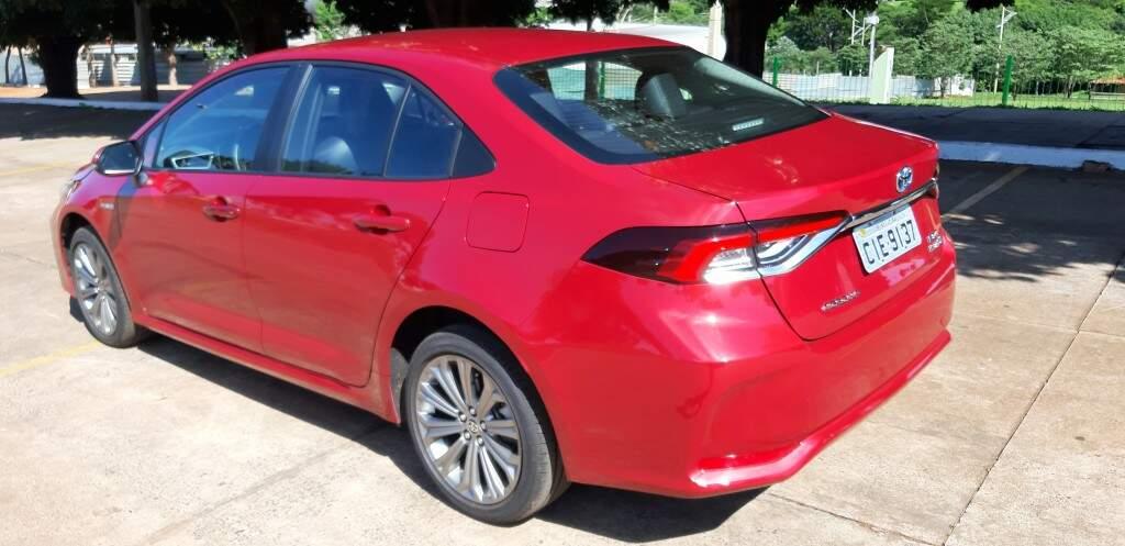 Testamos o Corolla Altis Hybrid