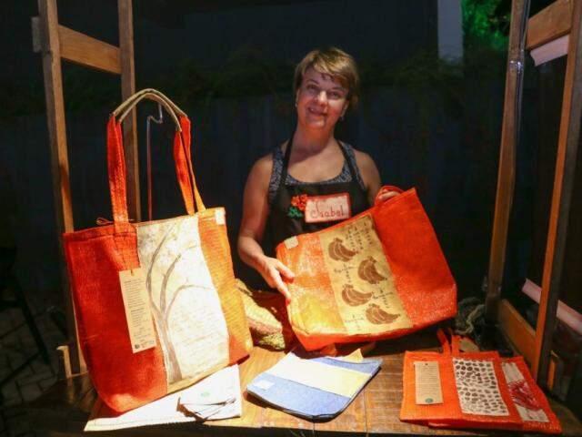 Isabel Muxfeldt criou a empresa Eco Linhas para trabalhar com bolsas sustentáveis. (Foto: Paulo Francis)
