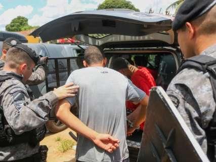 Dez adolescentes abrem buraco em Unei, ameaçam agentes e tentam fugir