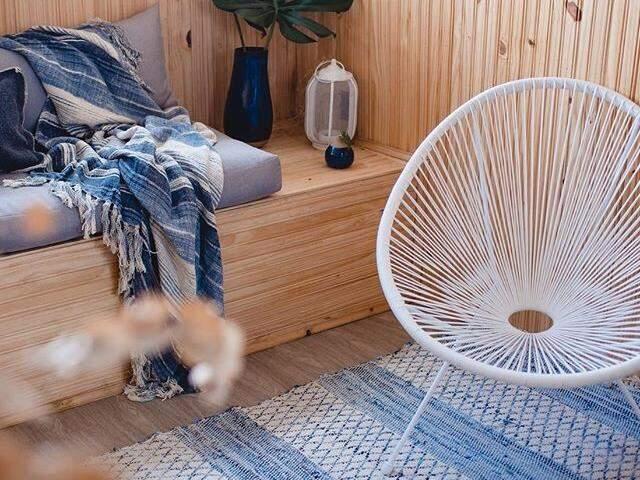Cadeira, em diferentes cores, está em alta na decoração. (Foto: Reprodução Pinterest)