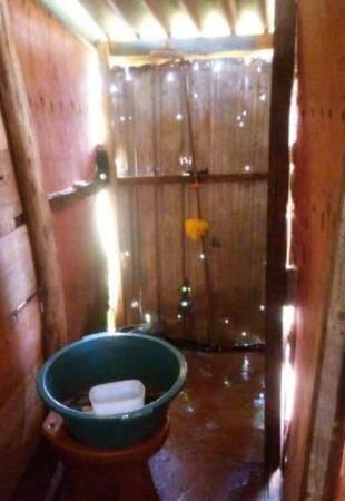 Banheiro improvisado.