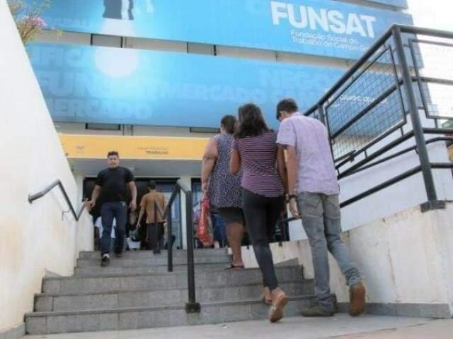 Movimentação de candidatos na agência de emprego (Foto: Divulgação/ Assessoria)