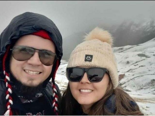 O casal, Danilo Alencar e Mariana Pires, viajavam pelo Peru quando sofreram o acidente (Foto: Arquivo Pessoal)