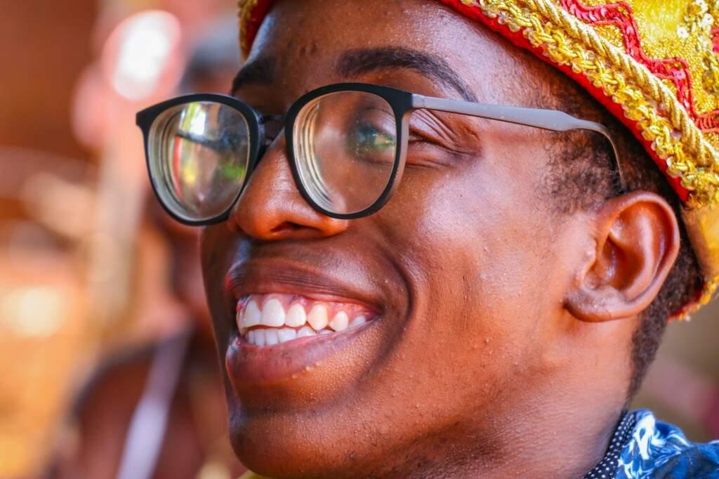 """Aos 18 anos, ele sonha em ser advogado e permanecer no samba """"para sempre"""". (Foto: Henrique Kawaminami)"""
