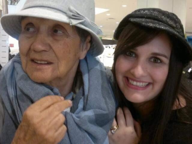 Dona Elvira e Camila, avó, neta e uma saudade imensa que ficou. (Foto: Arquivo Pessoal)