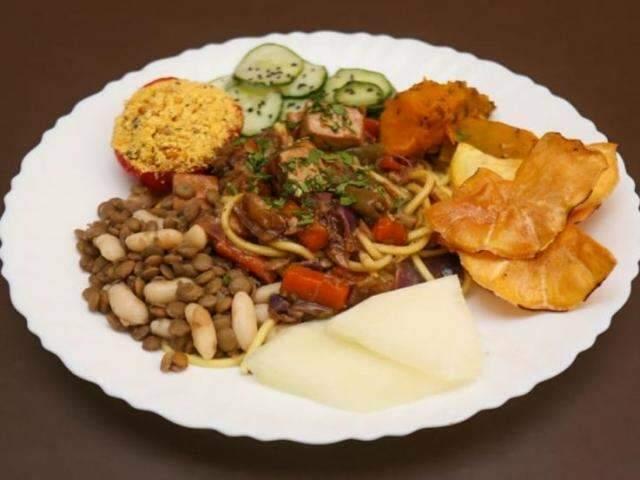 """No estilo """"bandejão"""", restaurante veggie no Centro tem comida a preço justo"""