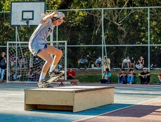 Aline Melo é skatista e adora participar de campeonatos de skate