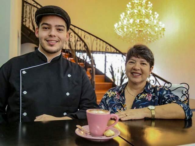Silvio e a mãe Rita de Cássia, donos da padaria e café. (Foto: Marcos Maluf)