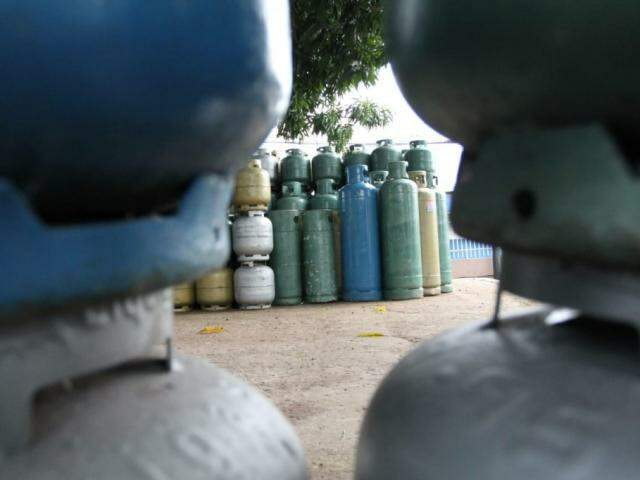 Consumidor paga em média R$ 69,63 pelo gás de cozinha em Campo Grande (Foto: Arquivo/Campo Grande News)