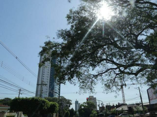 Inmet alerta para a queda nas temperaturas de Campo Grande neste sábado (Foto: Kisie Ainoã)