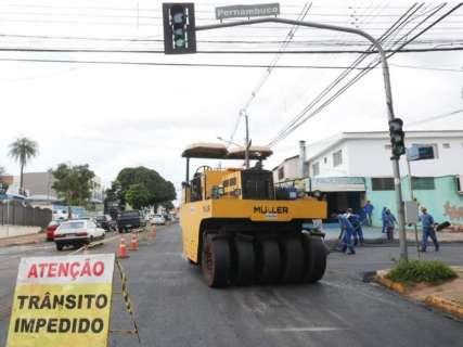 Rua Bahia passa por recapeamento para receber corredor de ônibus