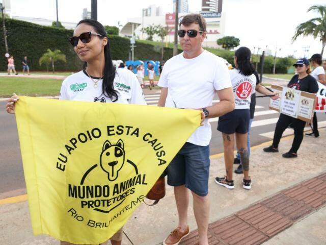 Eliza veio de Rio Brilhante, interior do estado, apenas para protesto. (Foto: Paulo Francis)