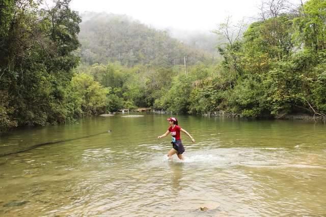 Turismo e esporte de aventura com natureza, diversão e adrenalina