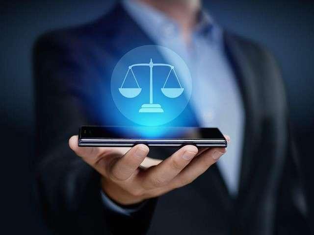 O direito de defesa perante aplicativos de redes sociais