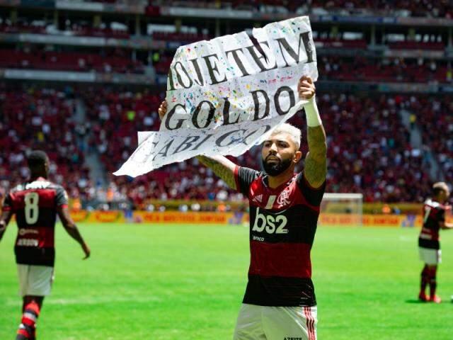 Gabriel comemora gol com faixa. Atacante está confirmado para jogo de hoje (Foto: Alexandre Vidal/Flamengo)