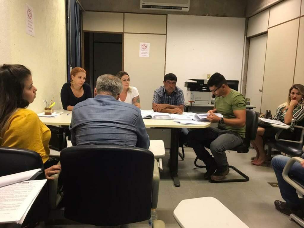 Comissão de licitação abriu propostas de três empresas esta manhã, na sede da Agesul (Foto: Fernanda Palheta)