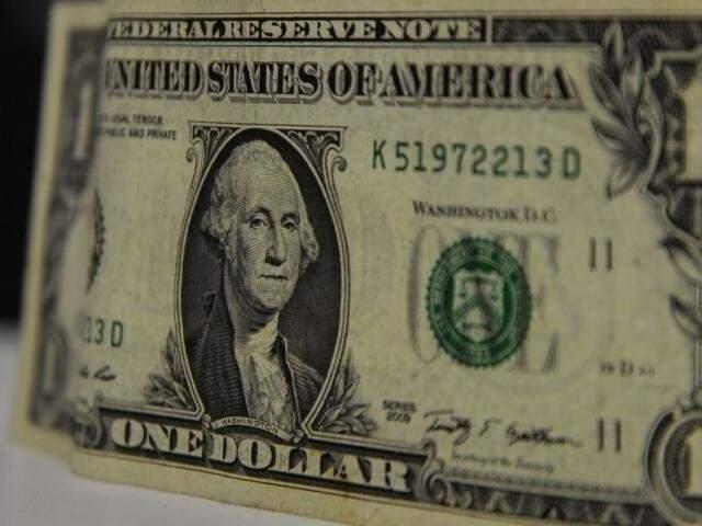 Dólar comercial encerrou esta segunda-feira vendido a R$ 4,14 (Foto: Agência Brasil)