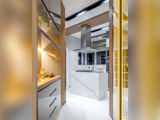 Em 30 dias e sem quebra-quebra, casal transforma cozinha de 14 m²