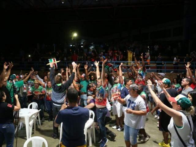 Momento em que os componentes da escola ouviram o resultado. (Foto: Paulo Francis)